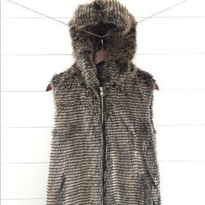 FOREVER 21 Luxe Faux Fur Hooded Vest